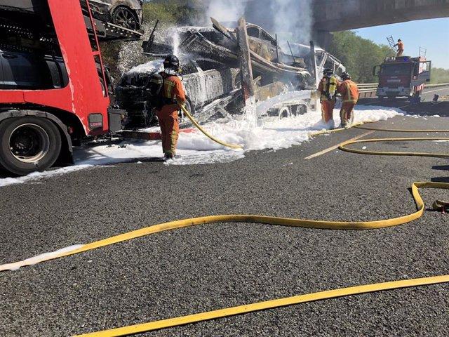 Incendiado un camión en la A-49.
