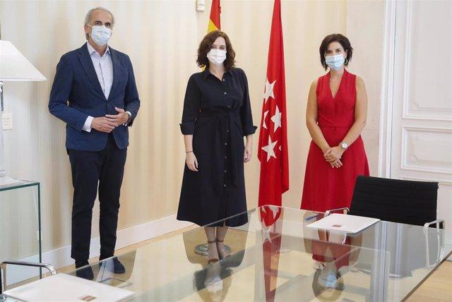 La presidenta de la Comunidad, Isabel Díaz Ayuso, y el consejero de Sanidad, Enrique Ruiz Escudero, se reúnen con Satse Madrid.