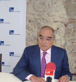 Martín Villa defenderá mañana ante la juez Servini que la Transición fue incompa