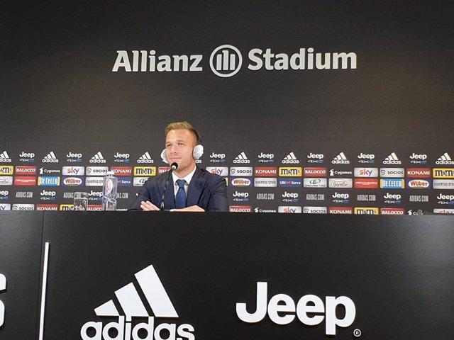 """Fútbol.- Arthur: """"El proyecto ambicioso de la Juve es para estar entusiasmado"""""""