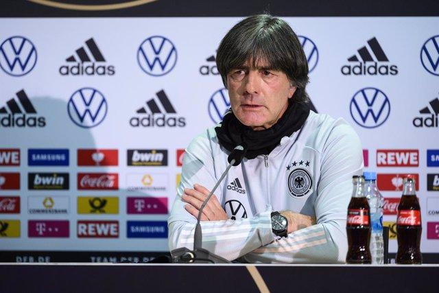 """Fútbol/Liga Naciones.- Low: """"Nuestro juego gira en torno a Kroos, él hace que la"""