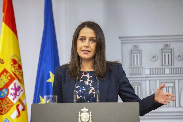 La presidenta de Ciudadanos, Inés Arrimadas, ofrece una rueda de prensa posterior a su reunión con el presidente del Gobierno, en Madrid (España), a 2 de septiembre de 2020. Tras el PP, Ciudadanos ha sido el segundo partido citado por Sánchez dentro de la
