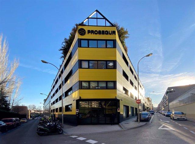 Fachada exterior de una de las sedes de la empresa de seguridad Prosegur, en la Calle Pajaritos, nº24, Madrid (España).