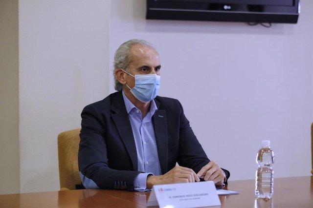 El consejero de Sanidad, Enrique Ruiz Escudero