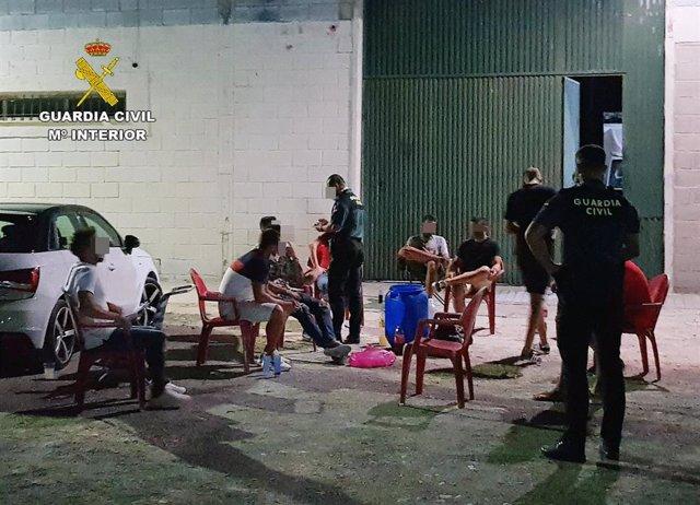Denunciados once jóvenes en Cieza por hacer botellón e incumplir las medidas de seguridad