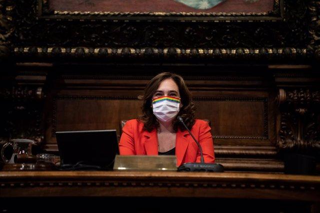 L'alcaldessa de Barcelona i líder de BCComú, Ada Colau, durant un ple del Consell Municipal de l'Ajuntament de Barcelona dedicat a l'ús del superàvit de 2019 per a la crisi del COVID-19, a Barcelona, Catalunya (Espanya), a 24 de juliol de 2020.