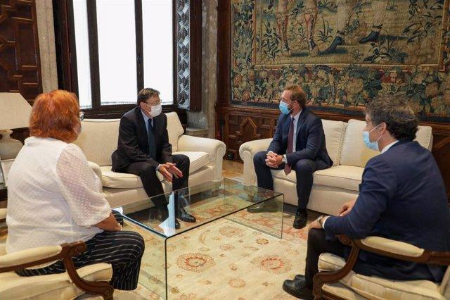 El presidente de la Generalitat, Ximo Puig, en una reunión con el secretario de Estado de Turismo, Fernando Valdés, quien se encuentra realizando una gira por las comunidades autónomas para analizar la situación del sector ante la pandemia.