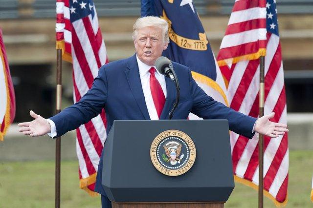 EEUU.- Trump anima a quienes voten por correo a acudir también a las urnas para