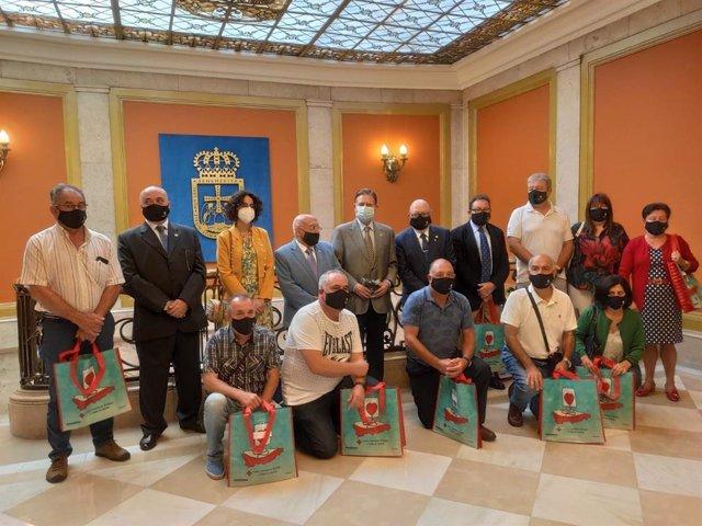 Acto de entrega de las distinciones a los Grandes Donantes, otorgadas por la Hermandad de Donantes del Principado de Asturias en el Ayuntamiento de Oviedo.