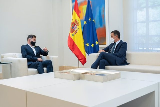El president Pedro Sánchez amb el portaveu d'ERC,  Gabriel Rufián