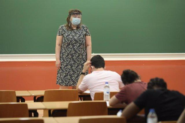 Imagen de archivo de una profesora