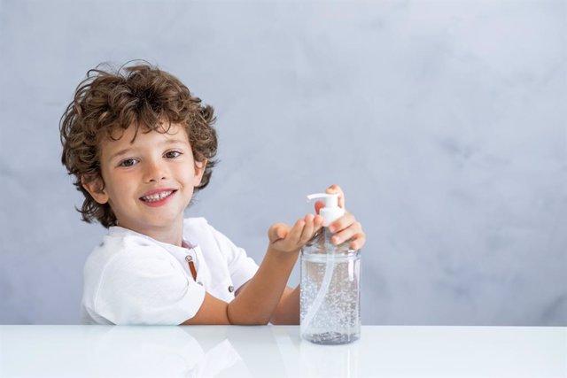 8 ideas para que los niños sepan usar bien el gel hidroalcohólico