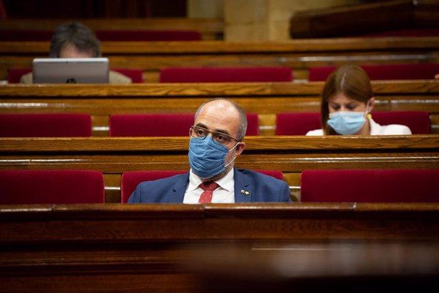 El conseller d'Interior, Miquel Buch, amb màscara al Parlament. Barcelona, Catalunya (Espanya), 8 d'agost del 2020.