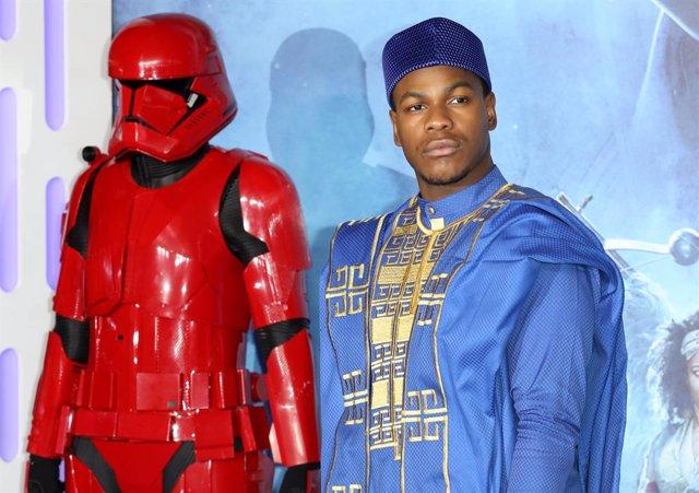 John Boyega en la Premiere europea de Star Wars: The Rise of Skywalker