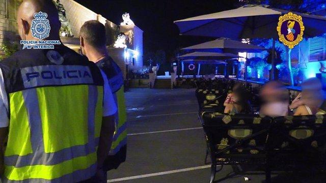 Operativo policial en el Puerto de Alicante.