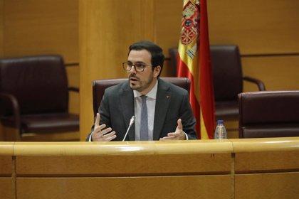 Garzón cree que la prohibición de los 902 estará en vigor antes del próximo verano