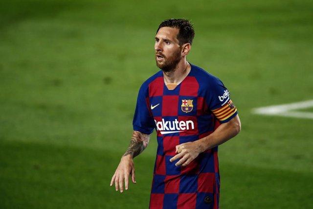"""Fútbol.- 'Coco' Basile: """"Le diría a Messi que se quede en el Barça, debe morir a"""