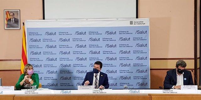 La consellera Alba Vergés, el vicepresident Pere Aragonès i el director del CatSalut Adrià Comella