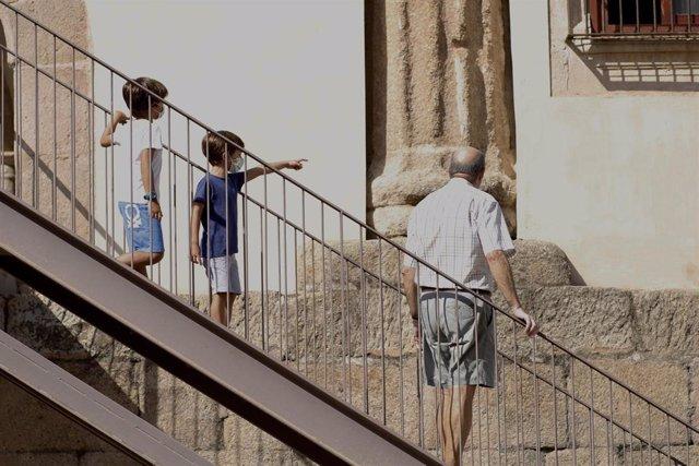 Turistas en el Ayuntamiento de Mérida