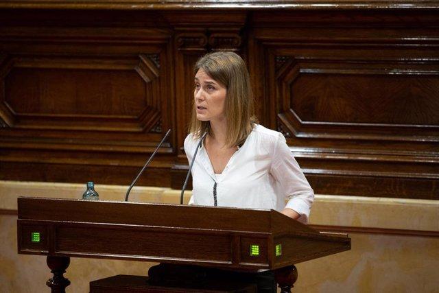 La presidenta de Catalunya en Comú Podem en el Parlament, Jéssica Albiach, interviene durante una sesión plenaria, en el Parlamento catalán, en la que se debate la gestión de la crisis sanitaria del COVID-19 y la reconstrucción de Cataluña ante el impacto
