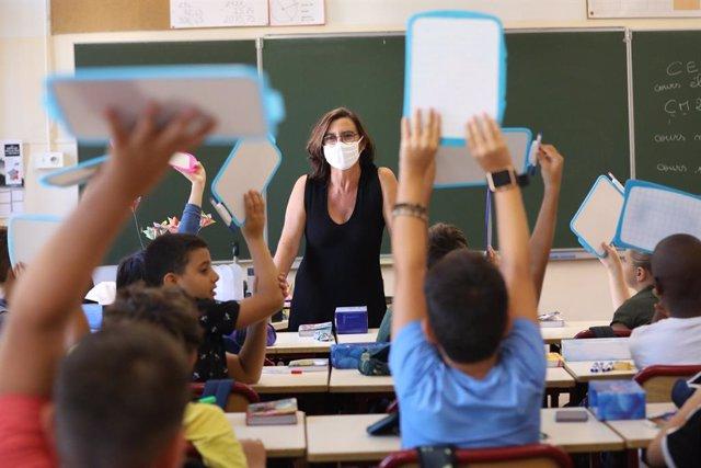 Coronavirus.- Tres días después de la 'vuelta al cole' en Francia ya hay 22 escu