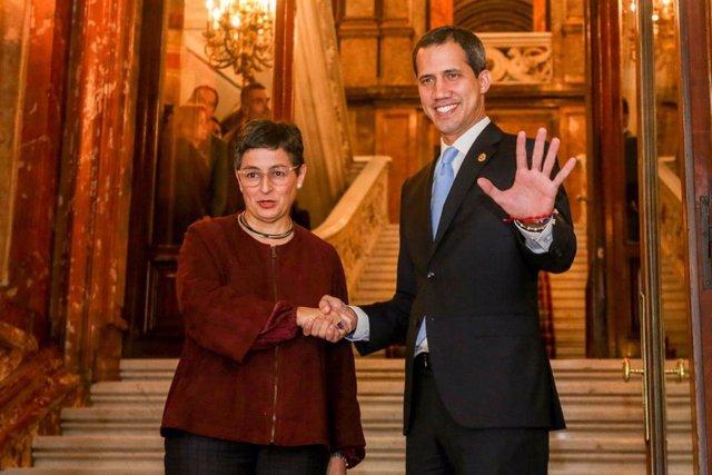 El presidente encargado de Venezuela, Juan Guaidó , se reúne con la ministra de Asuntos Exteriores, UE y Cooperación, Arancha González Laya, en Madrid (España) a 25 de enero de 2020.