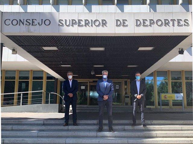 Los presidentes de la LNFS, Javier Lozano, de la ACFF, Rubén Alcaine, y de ProLiga, David Jiménez, en la sede del CSD