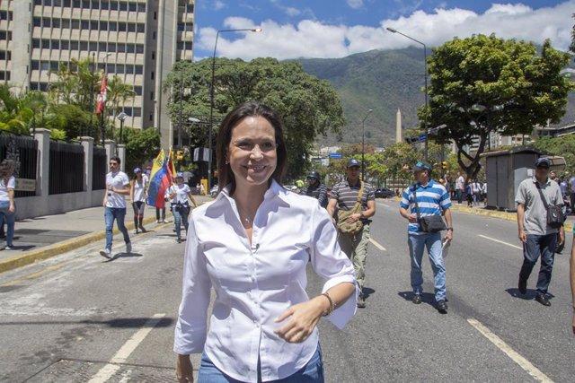 """Venezuela.- María Corina Machado acusa a Capriles de """"hacer el juego"""" a Maduro y"""