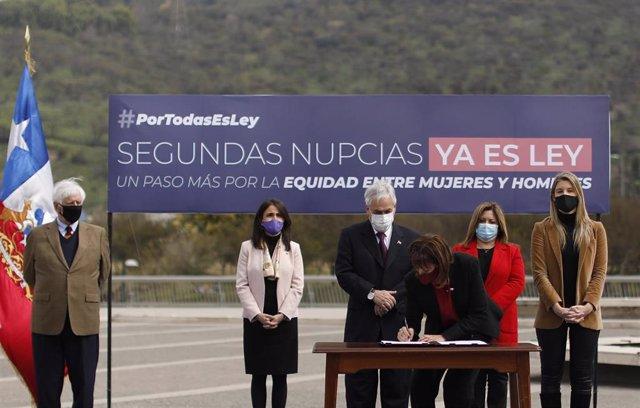 Sebastián Piñera promulga una reforma del Código Civil sobre segundas nupcias
