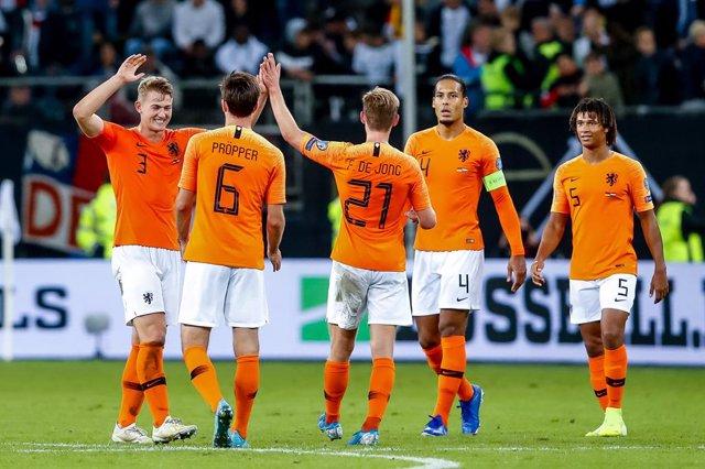 Fútbol/Liga Naciones.- (Crónica) Holanda no echa de menos a Koeman y lidera su g