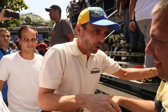 Henrique Capriles en una protesta conta el Gobierno