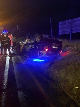 Herido grave un policía nacional al ser embestido su coche patrulla por el vehículo al que interceptaba en Algeciras