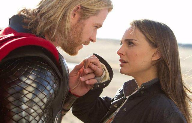 Chris Hemsworth y Natalie Portman en Thor