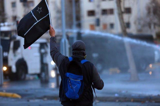 Chile.- Varios periodistas entre lo 28 detenidos en una nueva jornada de protest