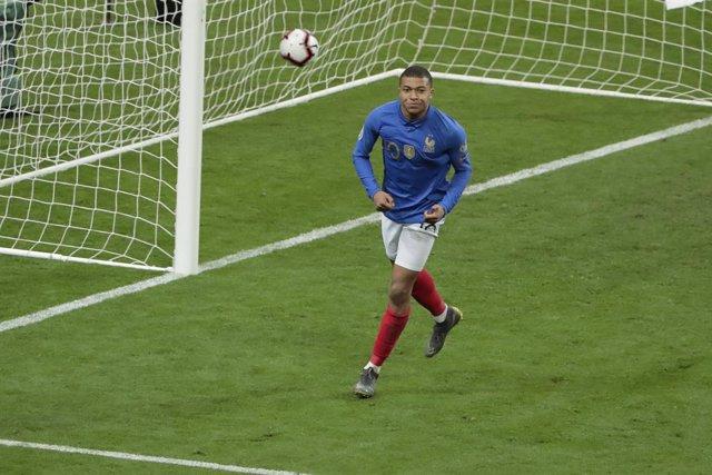 Fútbol/Liga Naciones.- (Crónica) Portugal se luce ante Croacia y Mbappé rescata
