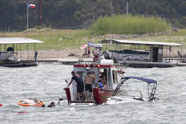 EEUU.- Varias embarcaciones se hunden durante un acto de apoyo a Trump en Texas