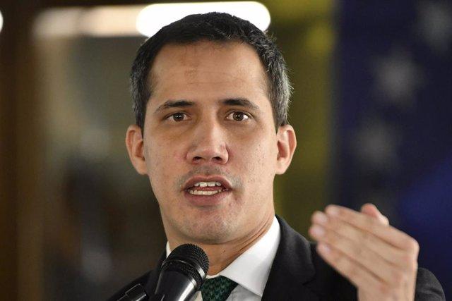 Venezuela.- Guaidó efectúa el primer pago de la ayuda a sanitarios con fondos bl