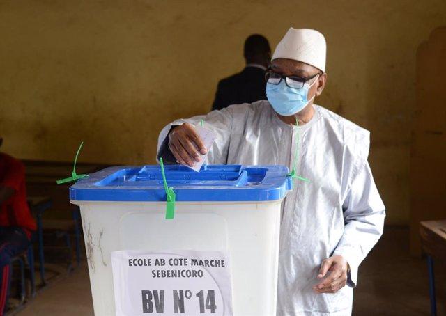 Malí.- El expresidente Keita abandona Malí rumbo a Emiratos Árabes Unidos
