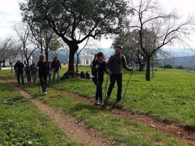 Senderistas en la Sierra de Huelva.