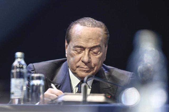 """Coronavirus.- Berlusconi entra en una """"fase delicada"""", aunque responde bien al t"""
