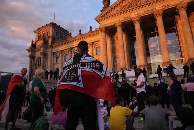 Reichbuerger o Ciudadanos del Reich durante una manifestación negacionista en Berlín