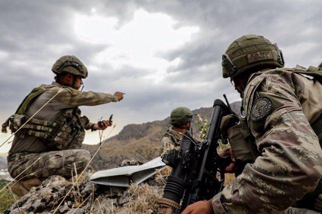 """Turquía.- Turquía dice haber """"neutralizado"""" a 91 presuntos miembros del PKK en l"""
