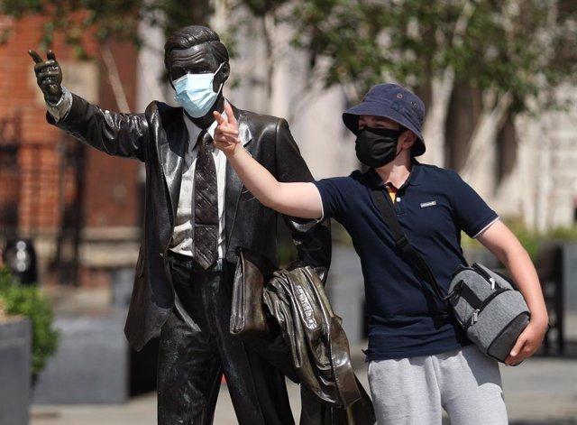 Coronavirus.- Reino Unido confirma casi 3.000 casos nuevos y dos defunciones por