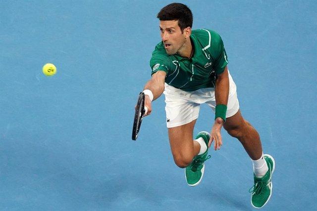 Tenis/US Open.- (Crónica) Djokovic es descalificado del US Open por un pelotazo