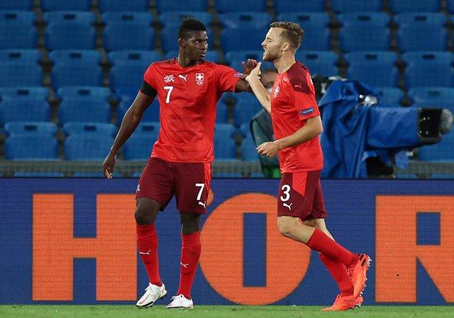 Fútbol/Liga Naciones.- (Crónica) Alemania empata con Suiza y deja a España en el