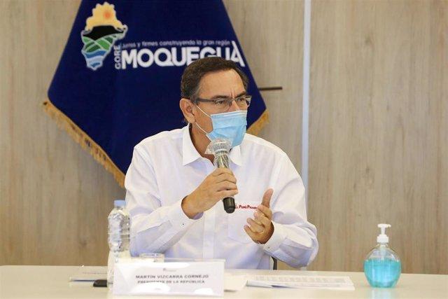 El presidente de Perú, Martín Vizcarra, con mascarilla por el coronavirus.