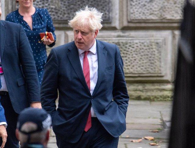 Boris Johnson sale de la sede del Ministerio de Exteriores en Londres