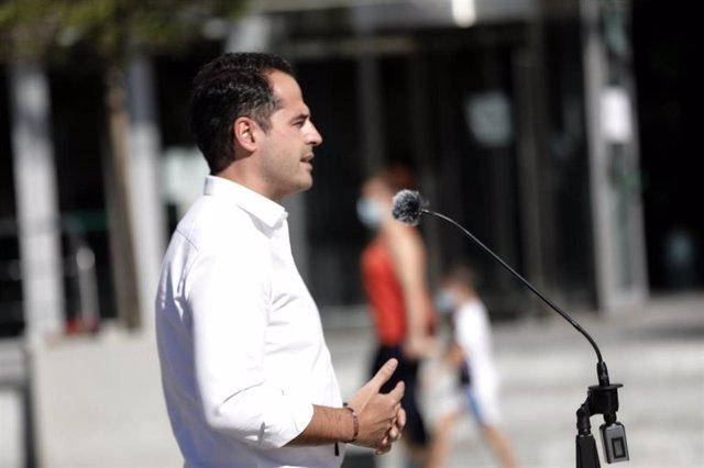 El vicepresidente, consejero de Deportes, Transparencia y portavoz del Gobierno de la Comunidad de Madrid, Ignacio Aguado, realiza unas declaraciones en el marco de su visita al dispositivo para la realización de un estudio de seroprevalencia en Arroyomol
