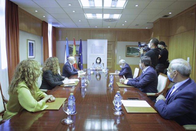 La ministra de Política Territorial y Función Pública, Carolina Darias, preside una reunión con presidentes de las diputaciones provinciales gallegas