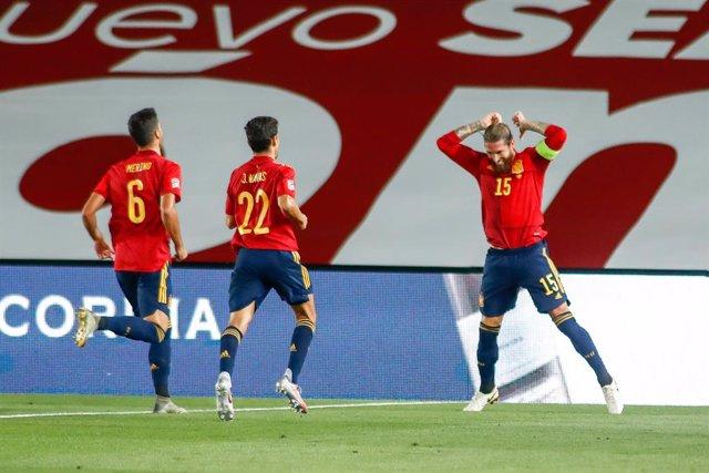Fútbol/Selección.- Ramos y De Gea, pilares casi fijos de una selección con alter